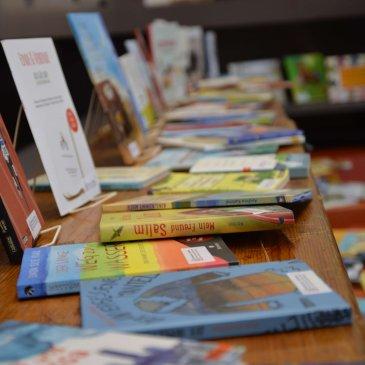 Wanderausstellung 1000 Sprachen, 1000 Bücher an der GGS Büscherhof